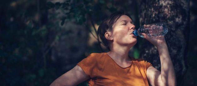Có nên uống 3 lít nước mỗi ngày không?